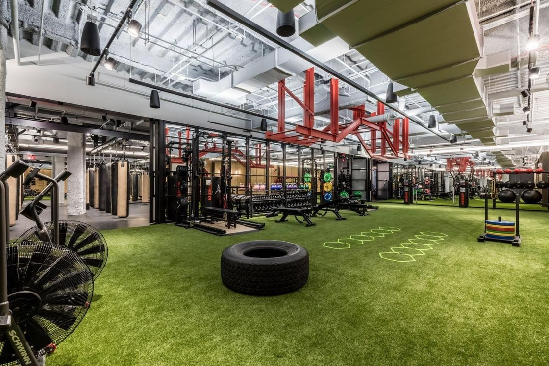 Environmentally Friendly Gym Artificial Turf On Concrete Customized Size