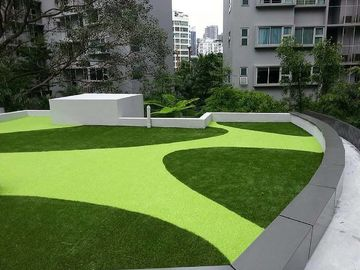 Environmental Friendly Outside Roof Artificial Grass On Concrete